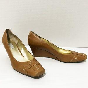 Bill Blass camel wedge shoe